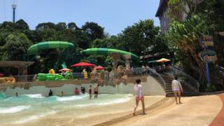 シンガポールセントーサ島の「Adventure Cove」は一人で行っても楽しめるか?